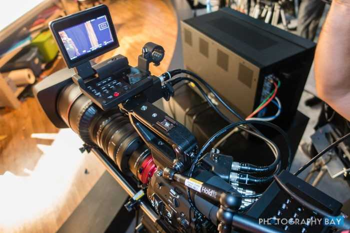 Canon-Cinema-EOS-8K-Camera-8-700x467