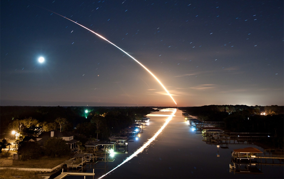 8long-exposure-of-space-shuttle-endeavour